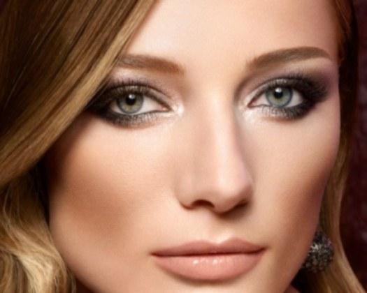 Повседневный макияж для зеленых глаз пошагово дома. Фото