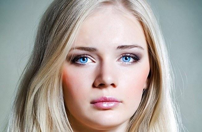 Макияж для голубых глаз для блондинок, брюнеток, свадебный, вечерний. Фото