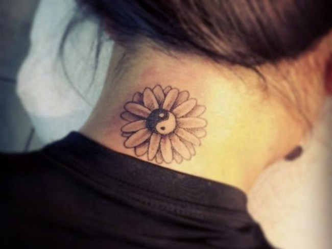 Тату на шее для девушек. Фото, значение, эскизы, узоры женских татуировок, надписи, маленькие тату