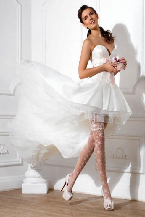 Чулки – красивые, модные, с подтяжками, в сетку, с поясом. Модные бренды, фото чулок на ногах для женщин