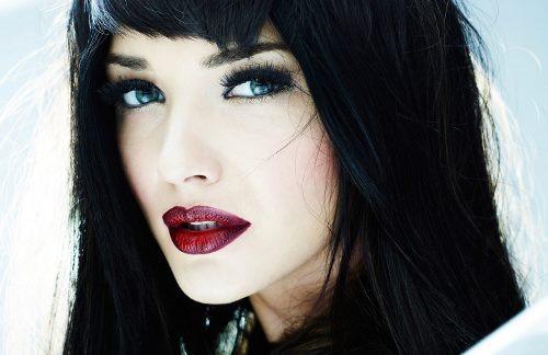 Какой цвет волос подходит к голубым глазам и светлой коже, по форме лица. Фото
