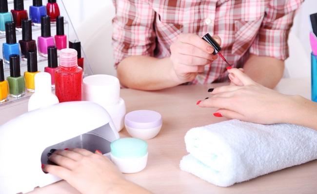 Лучшие лампы для сушки ногтей при маникюре, шеллаке: настольная, ультрафиолетовая, Led, как пользоваться