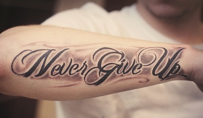 Мужские татуировки на руке: надписи с переводом, их значение, красивые со смыслом, кельтский узор, маленькие, на всю руку, эскизы
