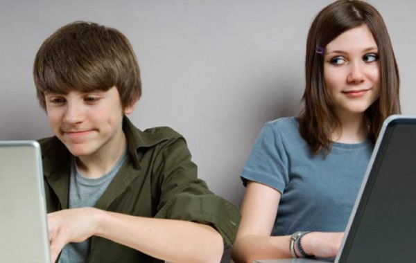Как обратить на себя внимание парня или мужчины, который нравится. Правила поведения, внешность, психология