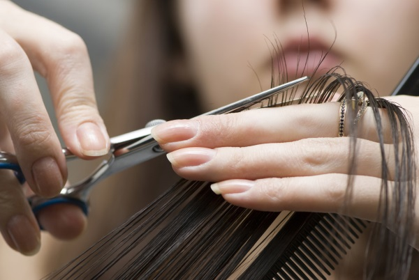 Окрашивание и стрижка волос по лунному календарю 2020. Благоприятные и неблагоприятные дни года