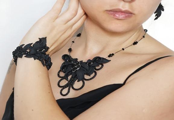С каким цветом сочетается черный цвет в одежде для женщин. Фото, что означает, кому подходит, с чем носить