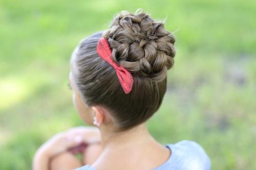 Повседневные прически на средние волосы, легкие, с челкой. Как сделать быстро своими руками. Фото