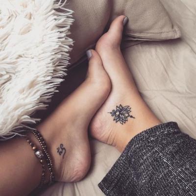 Татуировки на щиколотке для девушек: надписи на латыни, браслеты, цветы. Фото и эскизы, значения рисунков