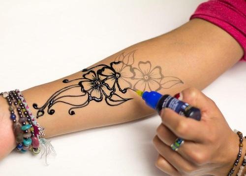 Татуировки на внутренней стороне руки для девушек. Популярные женские узоры и их значения. Фото и эскизы