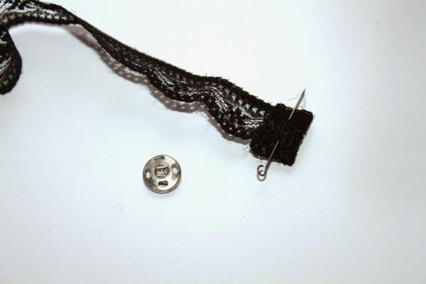 Чокеры на шею: фото женских и мужских. Как сделать чокеры из бисера, кожи, кружева, наушников, колье с кольцом