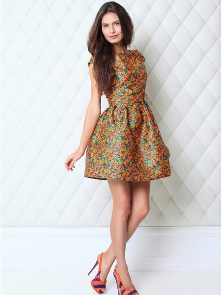 plate-s-korsetom-i-pyshnoy-yubkoy-1 Короткое платье с пышной юбкой (53 фото): свадебное, на выпускной, белое, черное или розовое