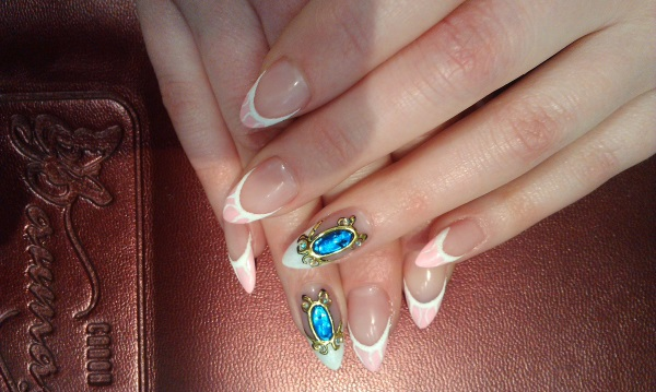 Жидкие камни на ногтях. Фото маникюра Кошачий глаз, френч, втирка, литье