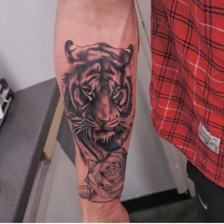Татуировка на запястье для мужчин. Фото, эскизы, значения татуировок