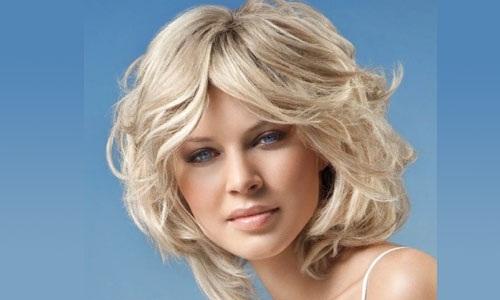Стрижки на волнистые волосы средней длины. Фото красивые без укладки, для круглого лица, без челки, по плечи