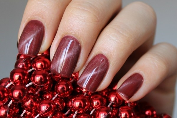 Красный маникюр на короткие ногти. Фото, дизайн 2019 со стразами, блестками, втиркой, френч