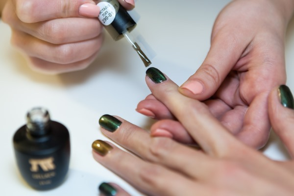 Поэтапное нанесение гель-лака на ногти. Фото, видео инструкция для начинающих, советы