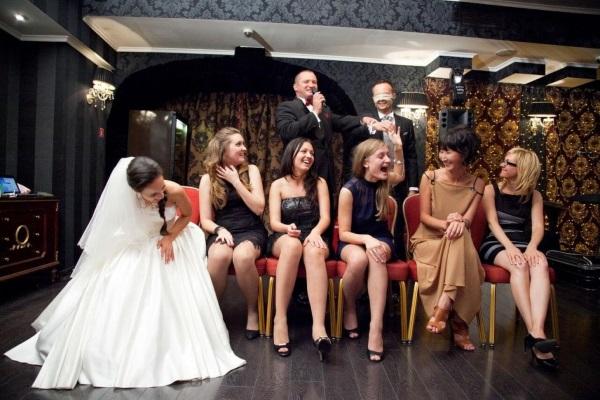 Сценарий свадьбы без тамады для самых близких и родных. Конкурсы, игры в узком кругу дома