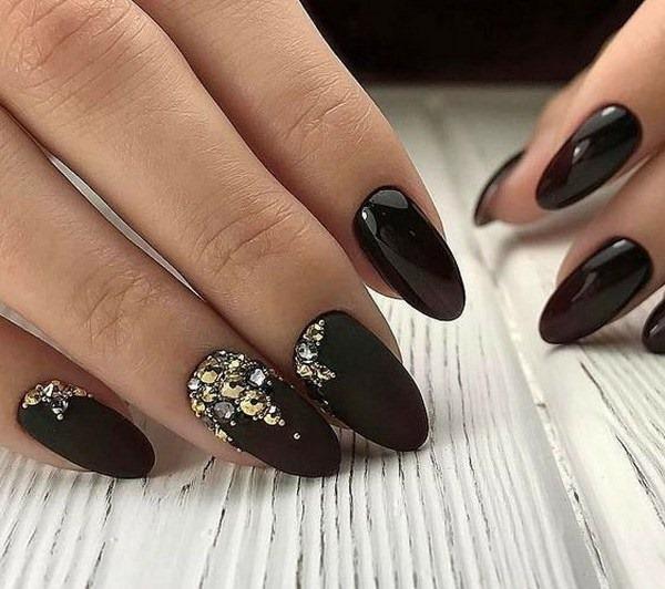 Черный маникюр со стразами. Фото дизайн на короткие, длинные, со втиркой, на одном пальце
