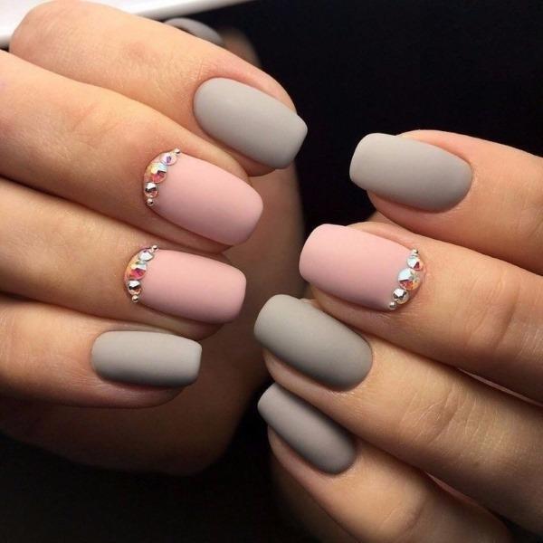 Дизайн ногтей в серо-розовом цвете. Фото маникюра, модные тенденции 2019