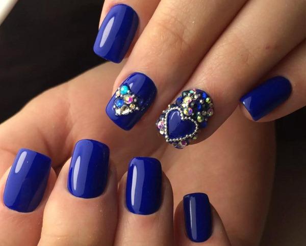Дизайны маникюра в синем цвете. Фото новинок 2019 гель-лаком, френч, с блестками, втиркой, рисунком на ногтях