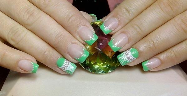 Дизайны ногтей зеленого цвета. Фото с рисунком, стразами, золотом, втиркой. Новинки 2019