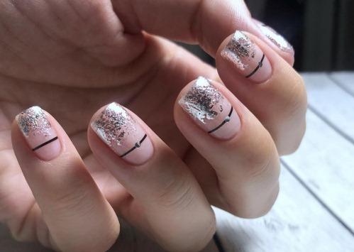 Маникюр в нежных цветах на короткие ногти. Фото матовый без рисунка, молодёжный, с блестками, стразами