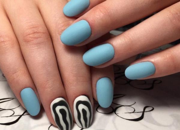 Дизайны ногтей в голубом цвете. Фото маникюра со стразами, блестками, рисунком, втиркой, френч