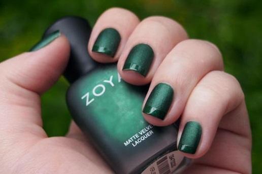 Темно-зеленый маникюр лаком. Фото матовый дизайн на короткие и длинные ногти, новинки, модные тенденции