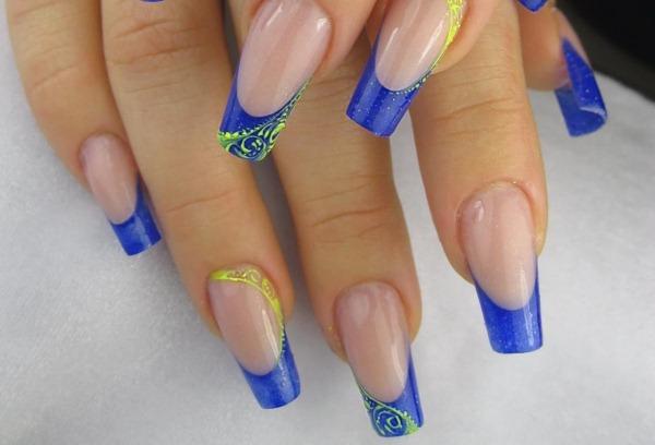 Маникюр синего цвета с дизайном. Фото новинки 2019 на короткие и длинные ногти