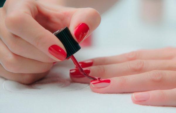 Марки лаков для ногтей без вредных компонентов, которые долго держатся. Топ-рейтинг профессиональных