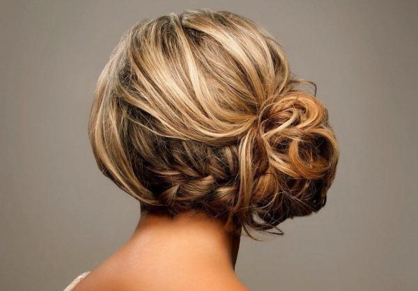 Свадебные прически на средние волосы с фатой: без челки, с челкой. Модные тенденции 2020