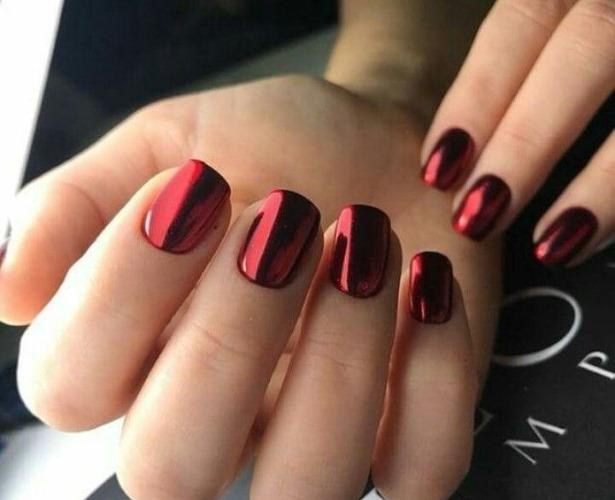 Дизайн ногтей с красным цветом гель-лаком, шеллак. Фото новинки, идеи с рисунком, втиркой, блестками