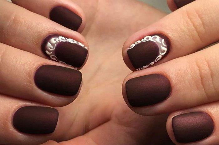 Дизайн маникюра в коричневом цвете на короткие, длинные, острые, квадратные ногти. Фото