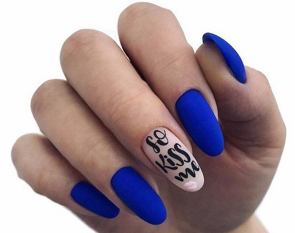 Маникюр в синих тонах гель-лаком на короткие и длинные ногти. Фото, дизайны с камнями, стразами, блестками, втиркой, рисунком