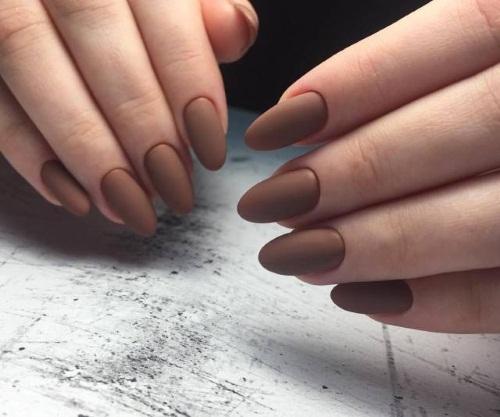 Маникюр в коричнево-бежевых тонах. Фото с рисунком, со стразами на короткие, длинные ногти