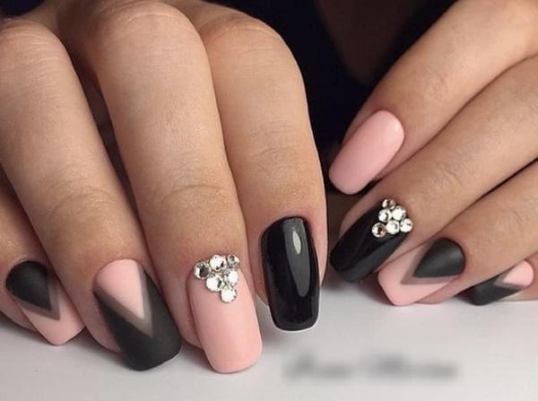 Дизайн ногтей с черным цветом. Фото маникюра гель-лаком со стразами, блестками, френч, омбре