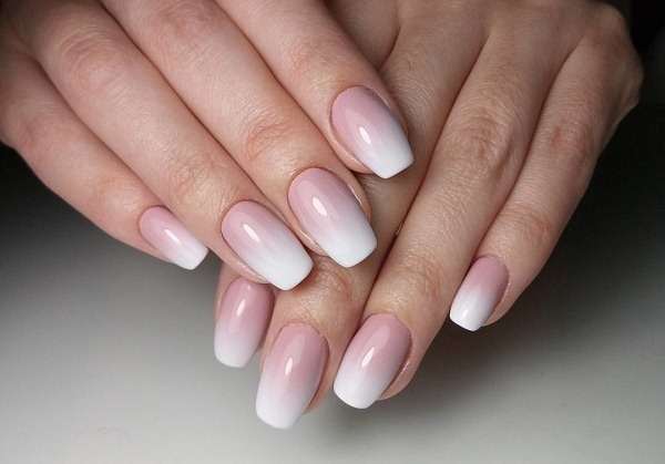 Дизайн ногтей нежно-розовый. Фото маникюра с серебром, блестками, белым, черным цветом