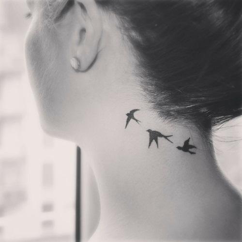 Татуировка на шее для девушек сзади/сбоку/спереди. Фото, надписи, эскизы
