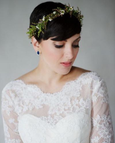Прически на короткую стрижку с челкой и без, каре, каскад, на торжество, свадьбу. Фото, как сделать