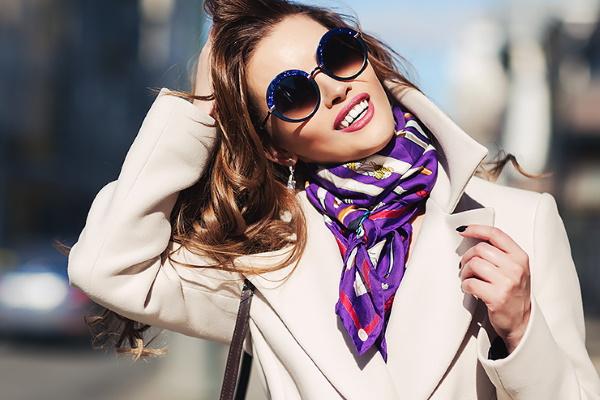 Способы завязывания платков на шее на пальто, куртку, под платье пошагово