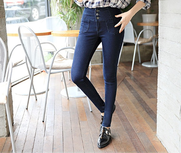Темно-синие джинсы женские. С чем носить скинни, клеш, с классической, высокой талией