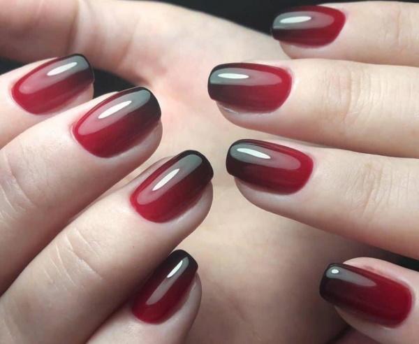 Дизайн ногтей вишневого цвета. Фото гель-лак с золотом, стразами, бабочками. Новинки в технике маникюра