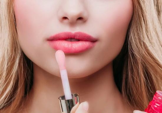 Эффект зацелованных губ. Фото до и после, как создать, процедуры, татуаж, макияж, помады
