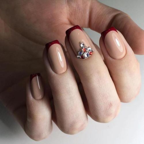 Маникюр бордовый с бежевым. Фото на короткие, длинные ногти со стразами, рисунком, блестками