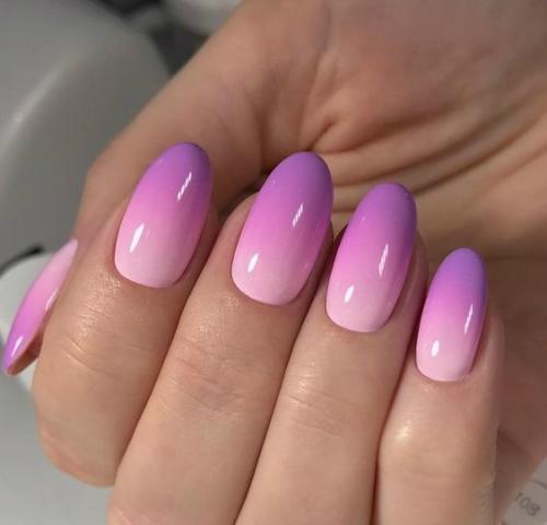 Маникюр сиреневый с розовым, серебристым, со стразами, битое стекло, градиент