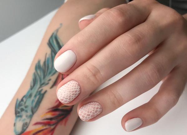 Маникюр в светлых тонах на короткие ногти. Фото, дизайны, с рисунком