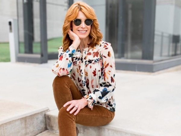 Стильные блузки для женщин элегантного возраста 50-60 лет. Фото