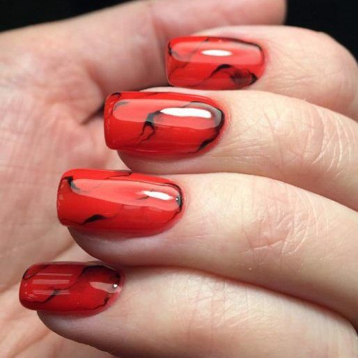 Мраморный маникюр гель-лаком на короткие и длинные ногти. Фото, дизайн
