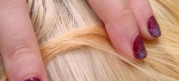 Теплый блонд цвет волос. Фото с темными корнями, розовым оттенком, краски