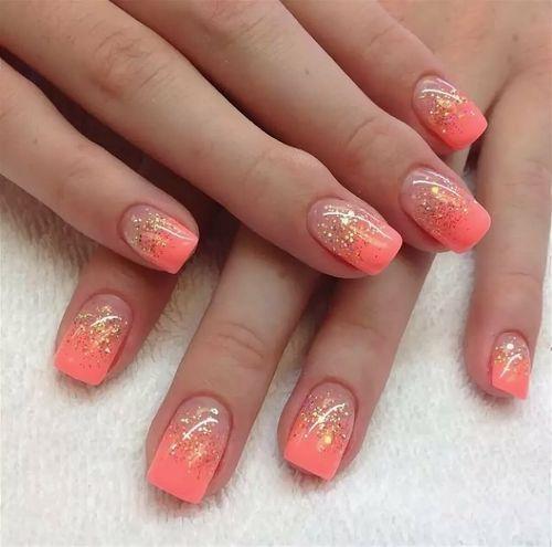 Коралловый маникюр с дизайном на короткие, длинные ногти. Фото